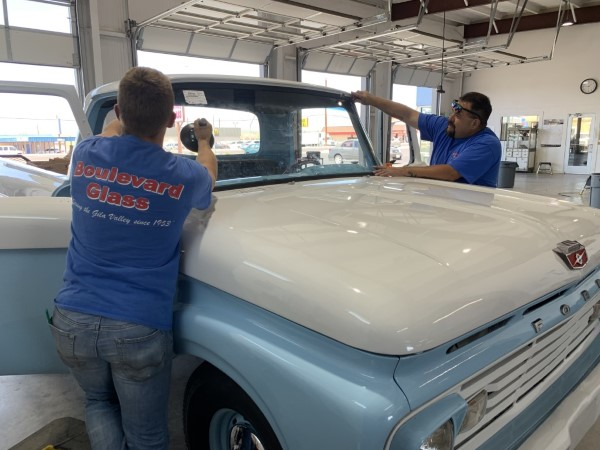 Installing windshield Kade Nelson